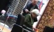 Video: Cụ ông đưa cụ bà đi làm tóc gây sốt dân mạng