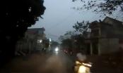 Video: Mải nhìn điện thoại, thanh niên không MBH suýt đâm đầu ô tô