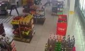 Video: Nữ cảnh sát hạ gục nhóm cướp sau pha đấu súng dữ dội