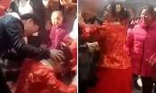 Cô dâu tát khách giữa đám cưới vì bị ép quỳ lạy mẹ chồng