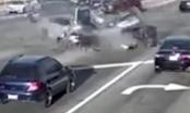 Video: Ôtô đâm nhau nát vụn giữa ngã tư, 3 người chết tại chỗ