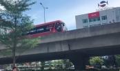 Video: Xe máy ngang ngược vào đường cấm, nghi ép lùi xe khách