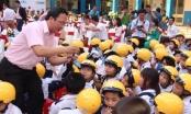 Phát miễn phí 50.000 mũ bảo hiểm cho học sinh tiểu học