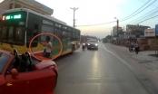 Xôn xao video ô tô mui trần chặn đầu, đánh tài xế xe buýt