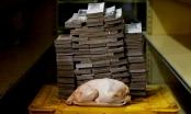 Siêu lạm phát ở Venezuela: Người dân mang tiền triệu đi mua thực phẩm