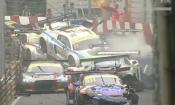 Video: 16 xe đua hàng triệu USD đâm chồng lên nhau