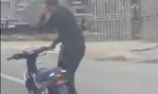 Video: Thanh niên đầu trần phóng xe diễn liên hoàn xiếc náo loạn QL1