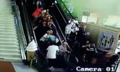 Đoàn du khách bị trần nhà đổ ụp lên người khi đi thang cuốn