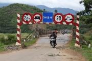 Dân Đắk Lắk khốn đốn vì gãy cây cầu huyết mạch