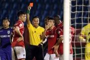 """Trọng tài V-League 2018 lại gây """"thảm họa"""" khó tin"""