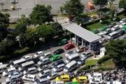 Nhiều hành khách trễ chuyến vì kẹt xe vào sân bay Tân Sơn Nhất