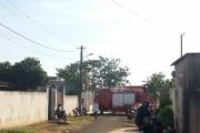 Cảnh sát đập tường cứu 3 mẹ con bỏng nặng trong ngôi nhà cháy