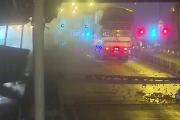 Video: Cảnh xe tải làm sập giàn giáo tại hầm sông Sài Gòn
