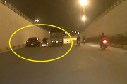 Video: Mô tô vượt ẩu, thoát chết thần kì trên Đại lộ Thăng Long