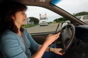 Sử dụng điện thoại khi lái xe nguy hiểm thế nào?