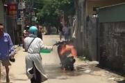Xe cháy đùng đùng, nhiều nam nhi hóng Ninja Lead một mình dập lửa