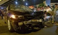 Nữ tài xế BMW say rượu tông hàng loạt xe dừng đèn đỏ