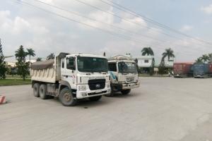 Long An: Bắt 2 xe tải chở cát vượt tải trọng trên 50%