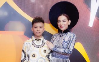 Ca sĩ Phi Nhung và bé Hồ Văn Cường lần đầu làm vedette