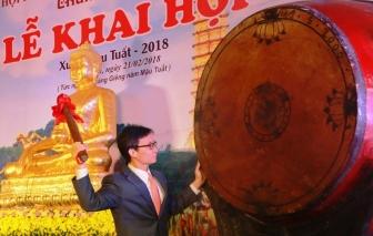 Hàng vạn du khách chen chân tới dự lễ khai hội chùa Bái Đính