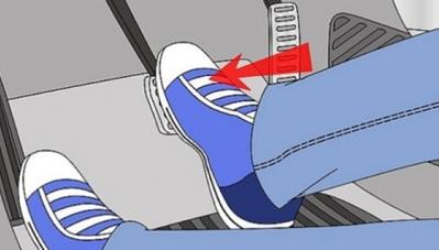 Mẹo tránh đạp nhầm chân ga trên xe số tự động
