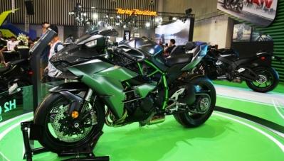 Ngắm siêu mô tô Ninja H2 Carbon chỉ có 2 chiếc tại Việt Nam