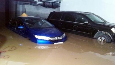Ô tô hỏng nặng vì ngập nước hầm chung cư, ai bồi thường?