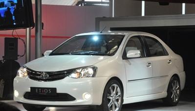 Thêm mẫu sedan giá rẻ ra mắt thế giới