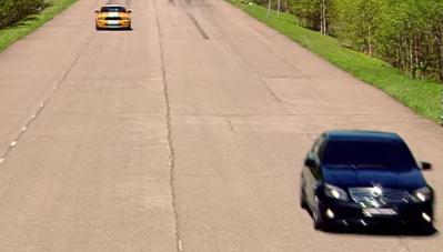 Chạm trán Mercedes-Benz C63 AMG, Ford Mustang nhận cái kết bất ngờ