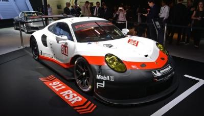 Porsche mang cả xế sang lẫn xe đua đi dự triển lãm