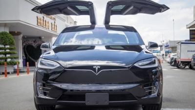 Tesla Model X tại Việt Nam có giá khoảng 12 tỷ đồng