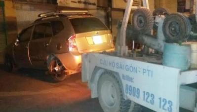 Bản tin ATGT: Hai ô tô hư hỏng nặng sau va chạm