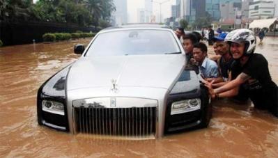 Cứu hộ giao thông bày mẹo tránh ngập nước, thủy kích