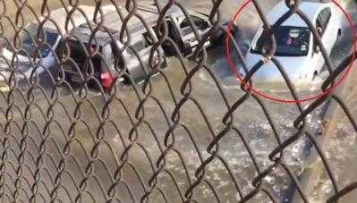 Kinh ngạc nhìn Toyota Prius lội nước như tàu ngầm
