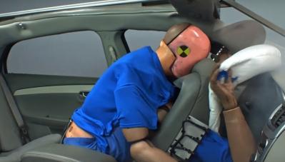 Video: Mức độ nguy hiểm khi ngồi sau không thắt dây an toàn