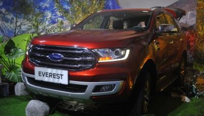 Ford Everest Ambiente giá rẻ lỡ hẹn khách hàng Việt