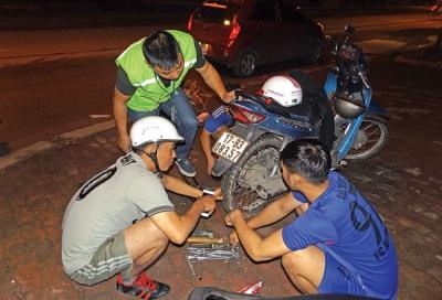 Đội cứu hộ giao thông xuyên màn đêm