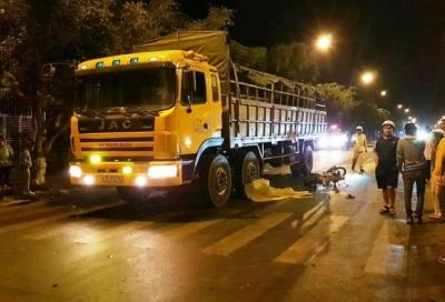 Va chạm xe tải, thai phụ và con trai 3 tuổi tử vong