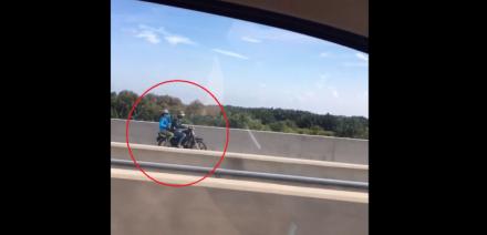 Người điều khiển xe máy liều lĩnh chạy ngược chiều đường cao tốc