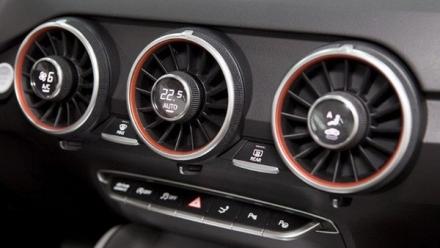 Tắt điều hòa ô tô trước khi nổ máy, có cần thiết?