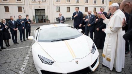 Giáo hoàng được tặng Lamborghini độc nhất vô nhị