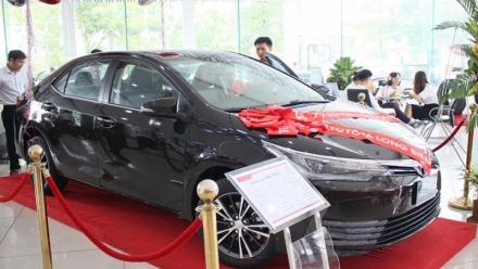 Xe nhập sắp ra thị trường, Toyota giảm giá hàng loạt xe lắp ráp