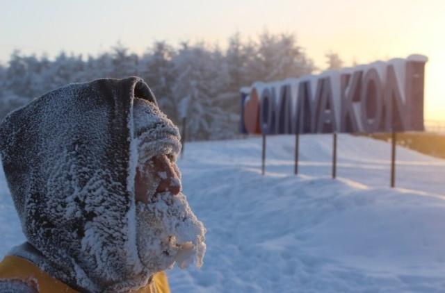 Oymyakon vốn nổi tiếng là ngôi làng nghèo, nơi có nguồn thực phẩm rất khan hiếm vì ở đây thực vật không thể tồn tại do thời tiết quá lạnh. Các đối thủ tham gia thi tài phải chạy thi trong tiết trời vô cùng lạnh giá, nhiệt độ hạ thấp đến -45 độ C ở hai nội dung chạy 5km và 42 km. Nhiệt độ trung bình ở Oymyakon vào mùa đông luôn ở trạng thái âm vài chục độ.