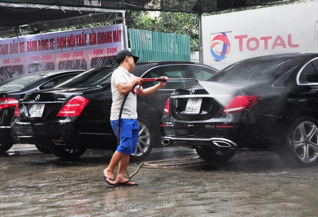 Hầu hết các gara đều sử dụng công nghệ rửa xe an toàn, hiện đại, làm cẩn thận, uy tín để giữ khách.