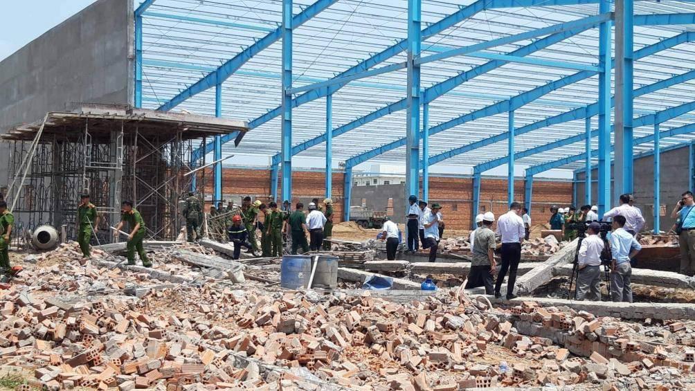 Vụ sập tường đè chết người ở Vĩnh Long: Thêm 1 nạn nhân tử vong