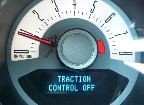Hệ thống kiểm soát độ bám đường tắt: cảnh báo rằng bạn đã vô hiệu hóa hệ thống chống trượt.