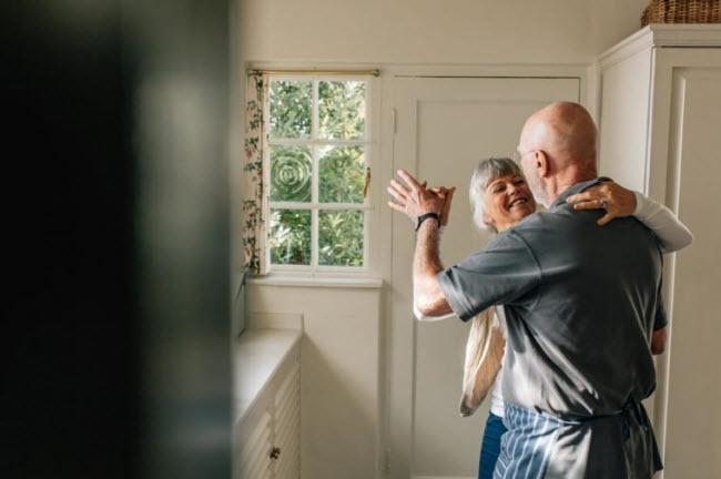 Nỗ lực bản thân: Chúng ta thường có cảm giác cam chịu, không bằng lòng và lãnh đạm khi đời sống tình dục của hai vợ chồng không được như ý. Thay vì buông xuôi, bạn nên cố gắng hoàn thiện những điểm yếu bản thân cũng như của người bạn đời.