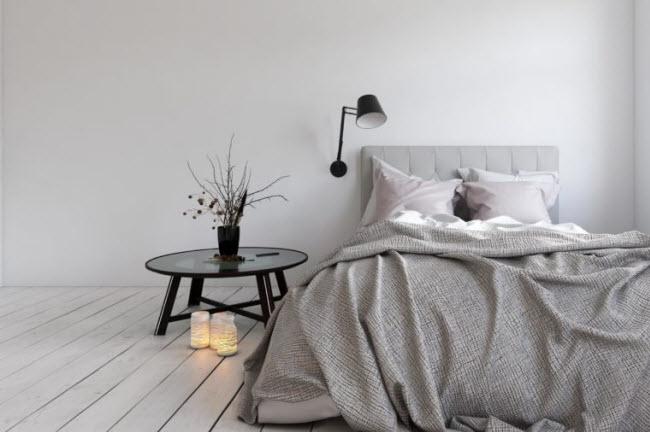 """Biến phòng ngủ thành không gian riêng: Quần áo không gấp ở góc phòng, hóa đơn đầy trên bàn và đồ chơi trẻ em dưới gầm giường, khiến các cặp đôi không cảm thấy thoải mái và khó có cảm ứng cho """"chuyện ấy""""."""