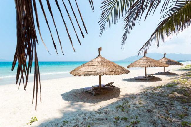 Dốc Lết, Việt Nam: Trên bán đảo Hòn Khói ở Khánh Hòa, du khách có thể tìm thấy một bãi biển cát trắng với phong cảnh nguyên sơ.