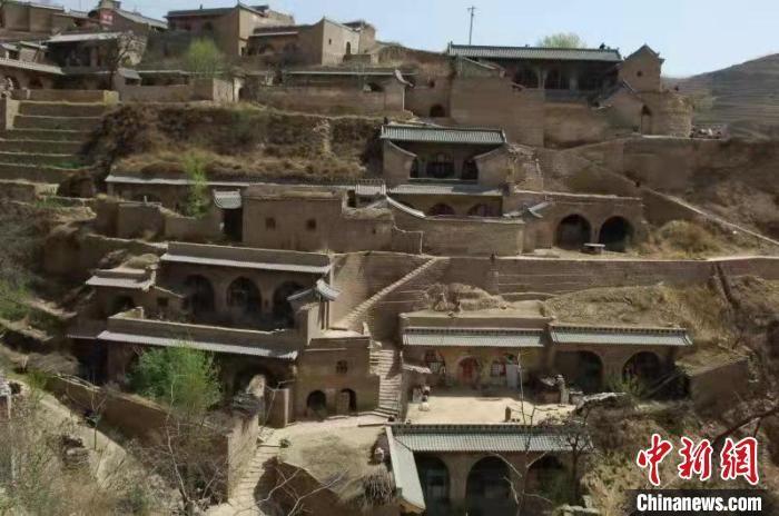 Ngôi làng cổ bên sông Hoàng Hà, xây nhà thành hang động, cao tới 11 tầng 1